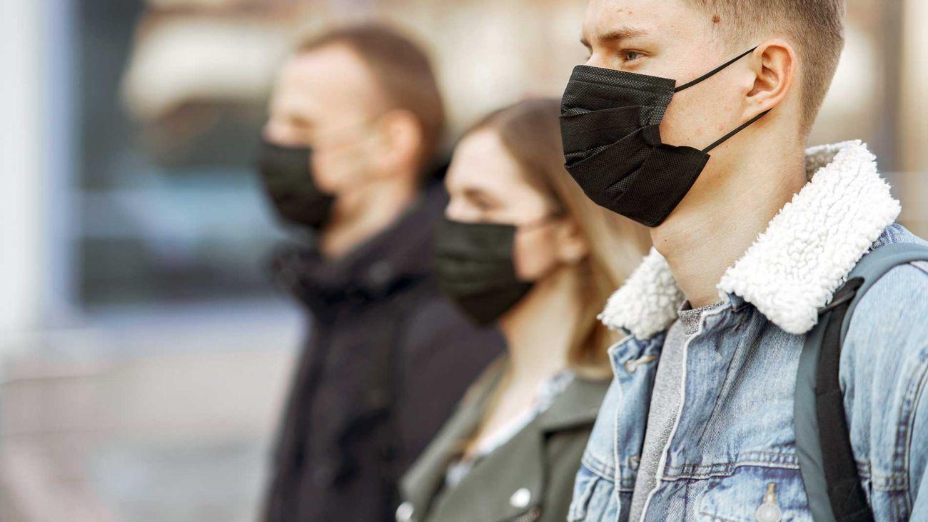 Ragazzi con la mascherina - Aspetti sociali della pandemia